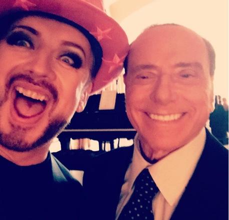 Boy George e Silvio Berlusconi: il selfie diventa iconic