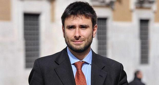 Di Battista, M5S: democrazia in pericolo