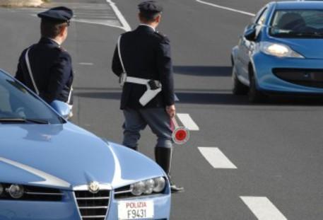 Taranto, mazzette per annullare le multe: 6 agenti in manette